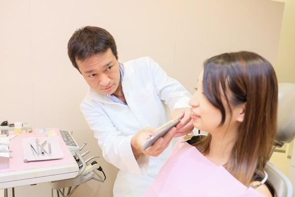 仮歯の調整風景